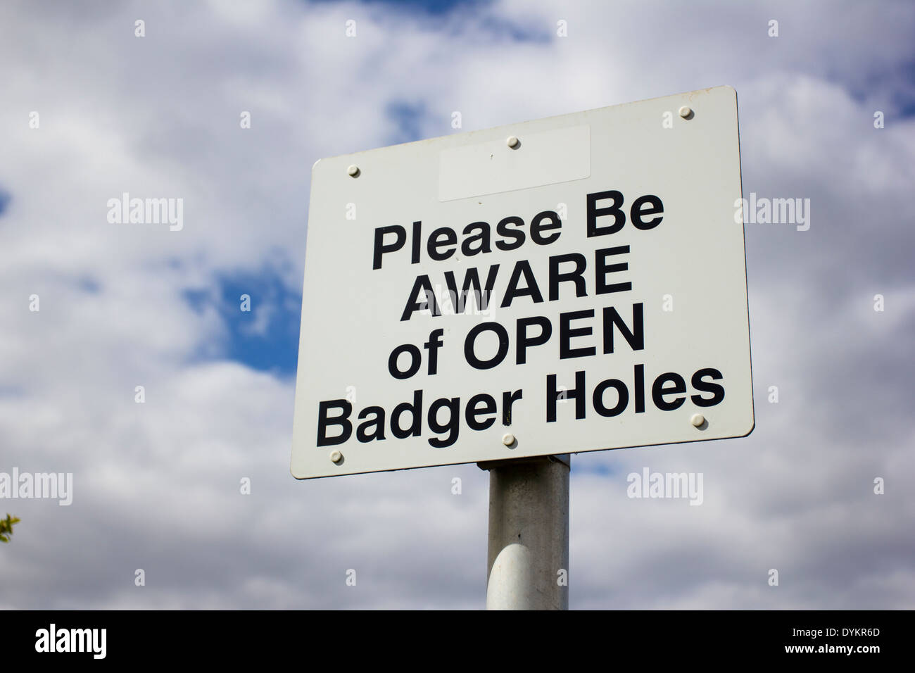 Un signe d'ouverture de blaireaux d'avertissement Photo Stock