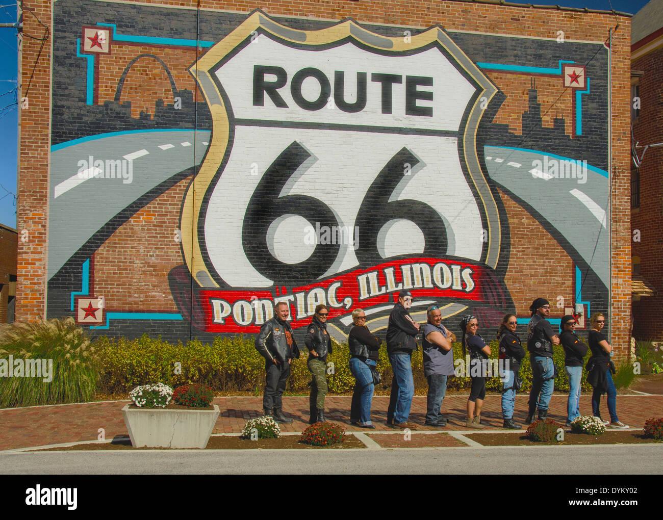 Les Coyotes Malaga club de moto l'itinéraire est affiché 66 murale dans Pontiac, Illinois, une ville le long de Banque D'Images
