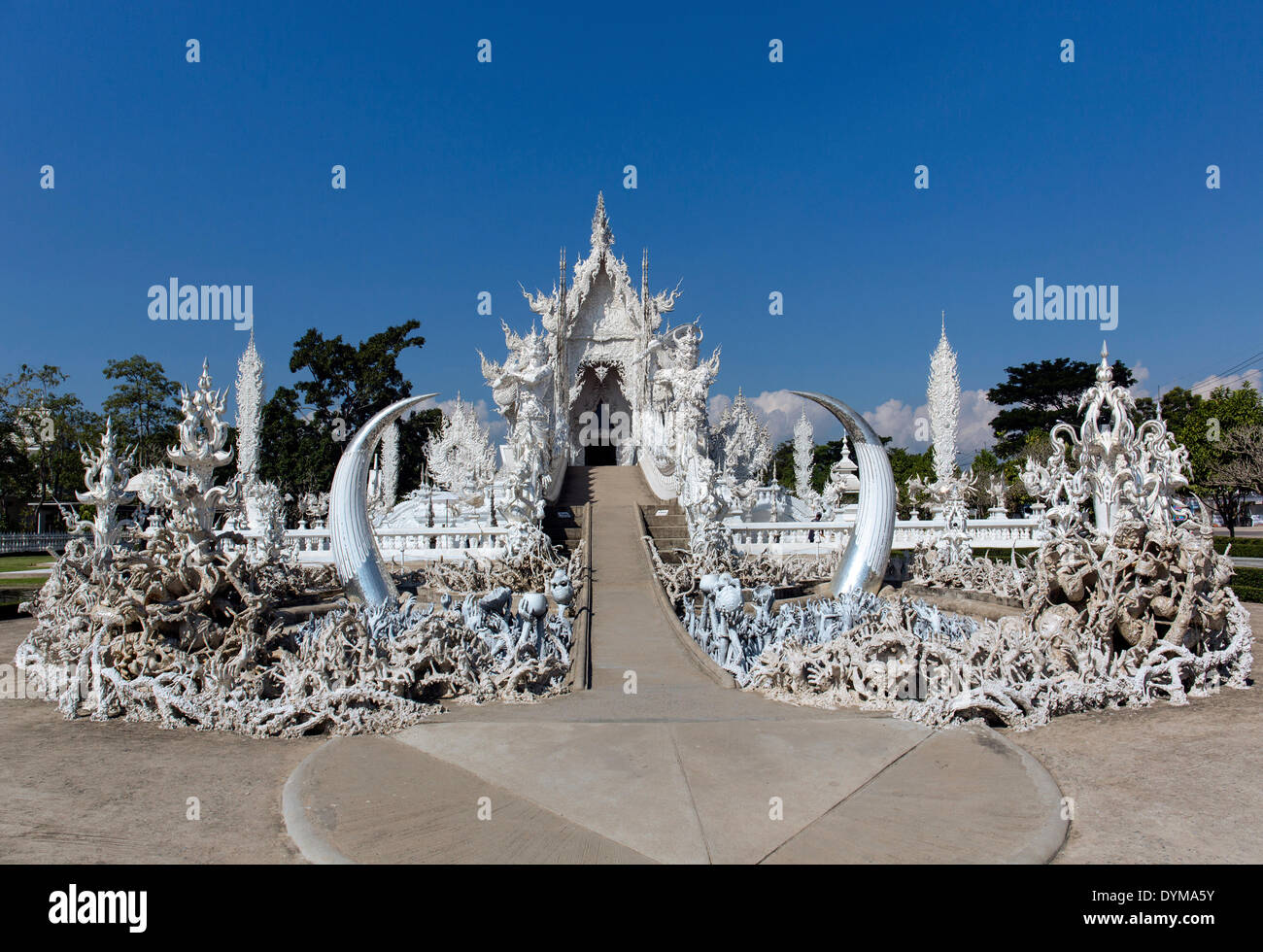 L'inscription de l'enfer, suppliant les mains sur l'escalier à l'entrée du Wat Rong Khun, Temple blanc, par l'architecte Chalermchai Photo Stock
