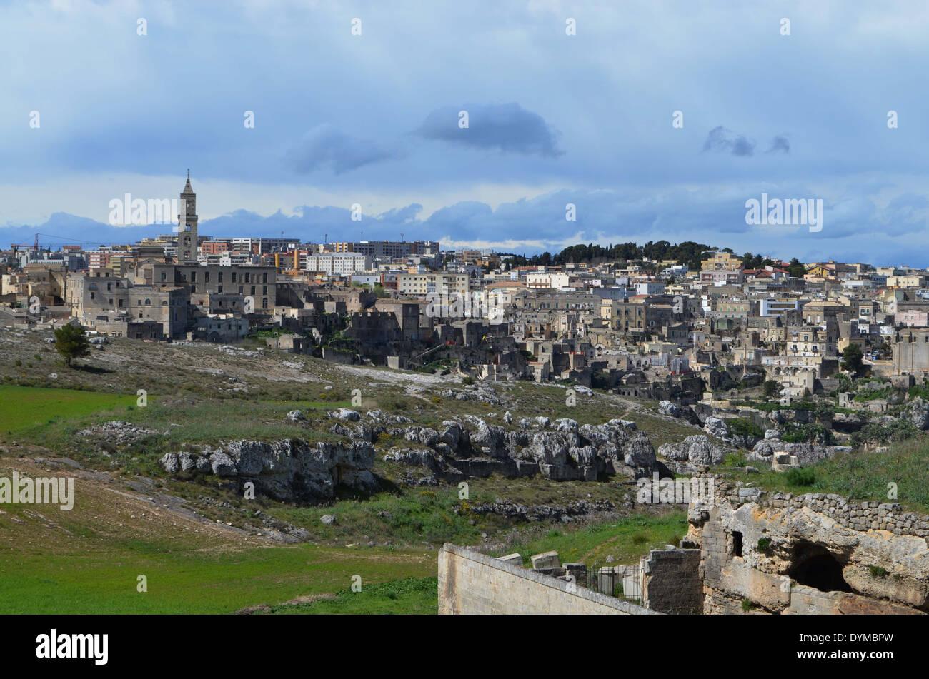 Matera,à distance.L'un d'firsthuman le peuplement en italiele personnes, les sassi' ont été troglydyte(pre-historique) vivaient dans des grottes Photo Stock