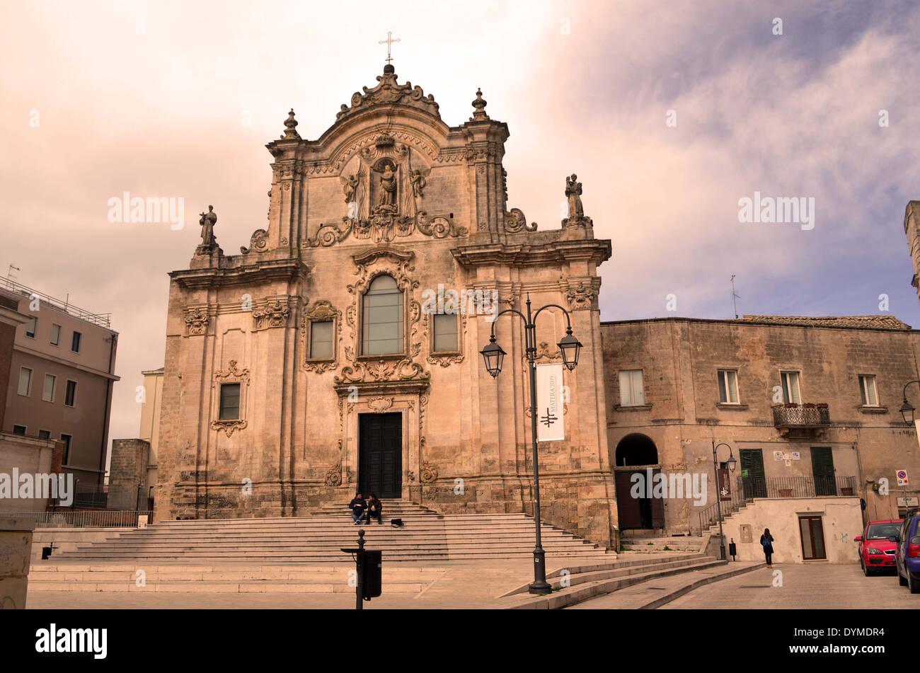 Le trogladytic,Matera ville d'Italie du sud compte plus de 80 églises, pic. montre que l'église de San Francesco d'Assisi. Photo Stock