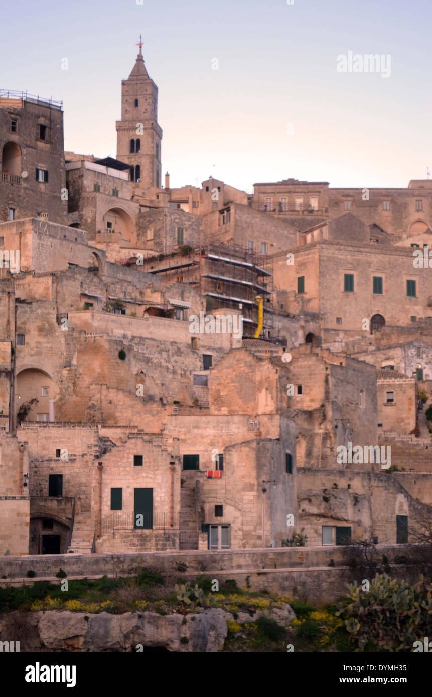 La ville de Matera Italie du sud. Il a des hôtels avec des chambres à partir de caves pour les gens qui veulent l'expérience de vie cave. Photo Stock