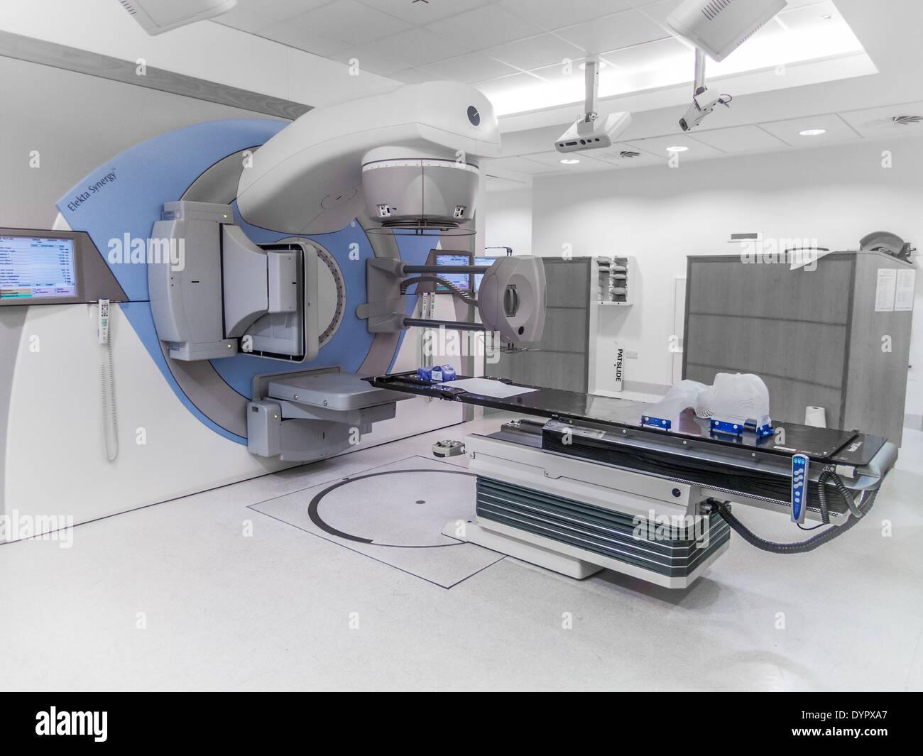 Machine de radiothérapie pour traiter le cancer, UK Photo Stock