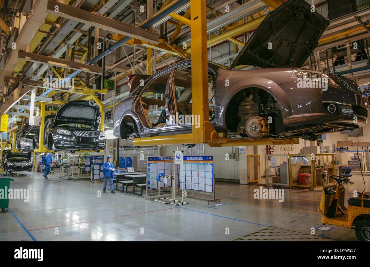 Assembler les travailleurs de la General Motors (GM) Co Photo Stock
