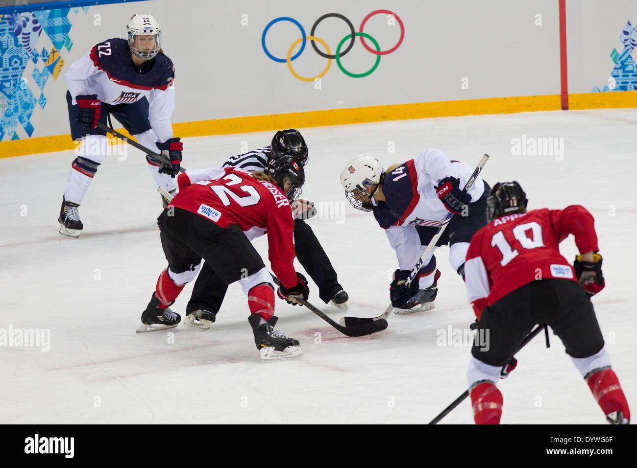 USA-Canada Le hockey sur glace féminin aux Jeux Olympiques d'hiver de Sotchi en 2014, Photo Stock