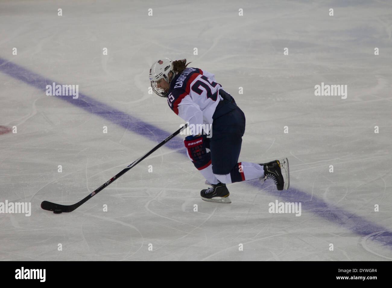 Alex Carpenter (USA), USA-Canada Le hockey sur glace féminin aux Jeux Olympiques d'hiver de Sotchi en 2014, Photo Stock