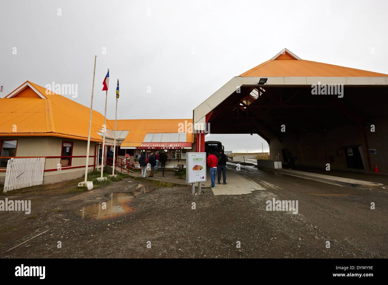 La frontière chilienne et poste de douane avec petite boutique Chili l'île de Tierra del Fuego Photo Stock