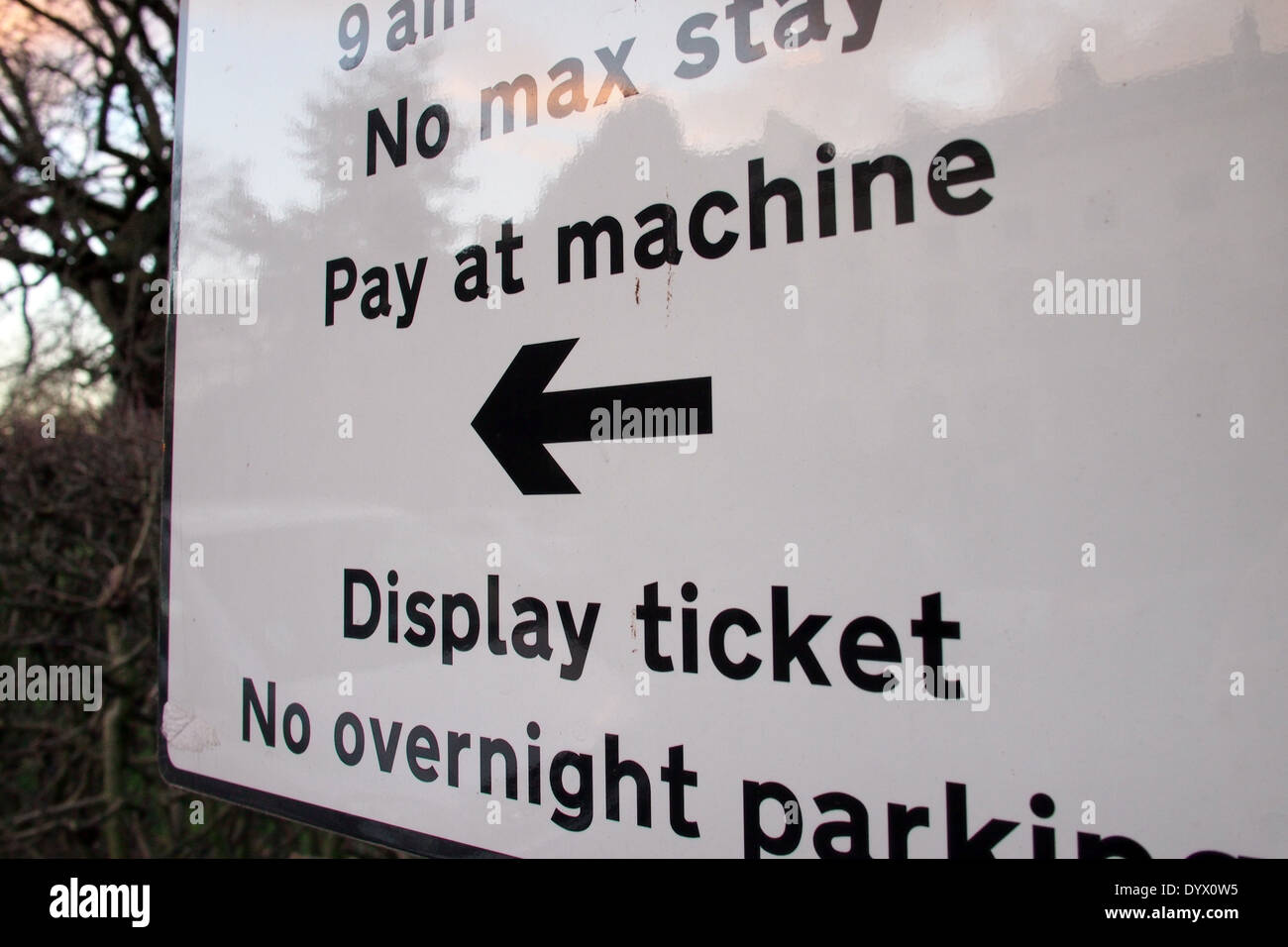 Payer et Afficher road parking sign in London UK Photo Stock