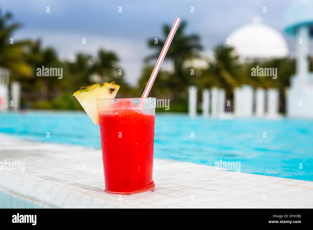 Verre de cocktail daiquiri aux fraises Photo Stock