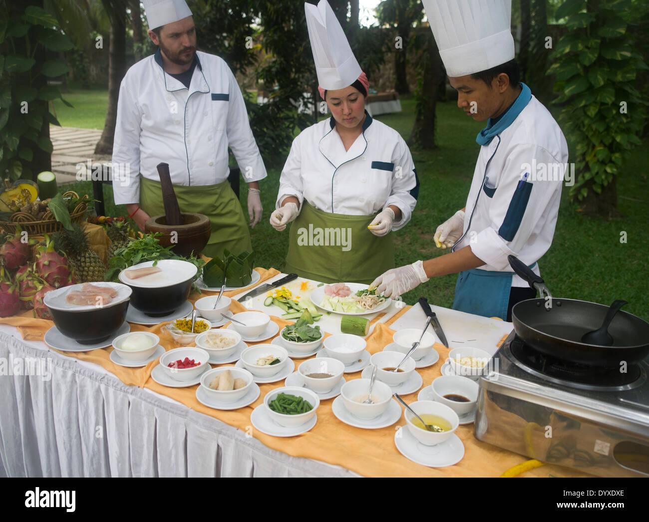 Des cours de cuisine cambodgienne au Lotus Blanc Hotel, Siem Reap, Cambodge Photo Stock