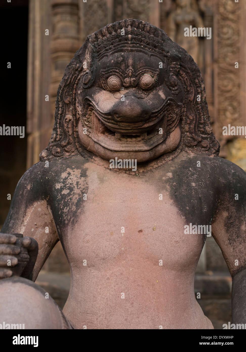 Tuteur à tête de lion à Banteay Srei Temple Hindou dédié à Shiva. Siem Reap, Cambodge Photo Stock