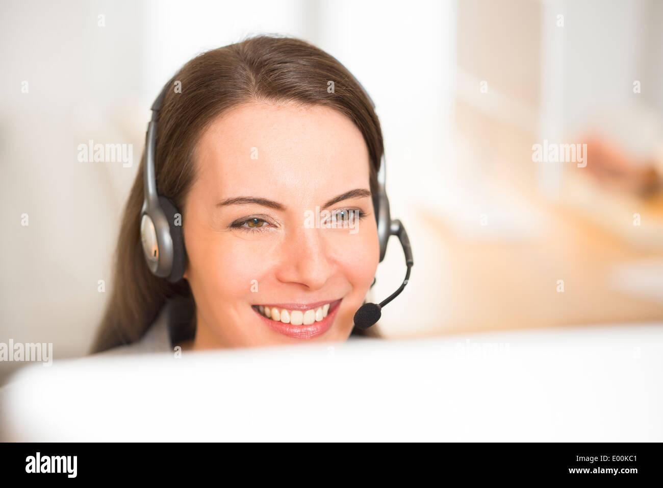 Jolie femme 24 portrait de casque Banque D'Images