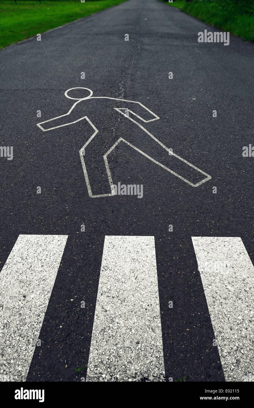 Passage pour piétons avec marquages routiers après accident de la circulation. Concept de sécurité sur route. Photo Stock