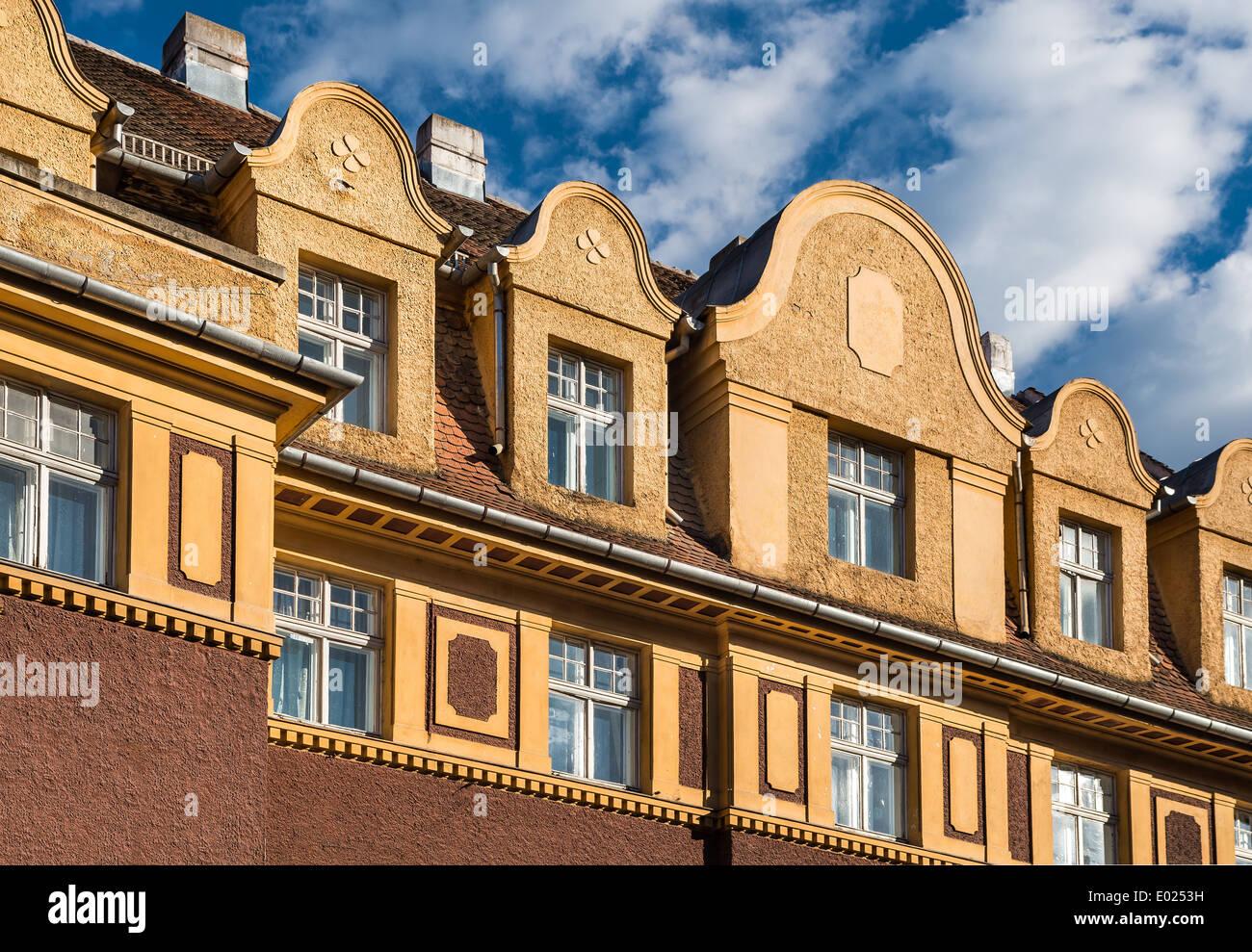 L'architecture baroque détail dans le centre-ville médiévale de Brasov, région de Transylvanie en Roumanie. Banque D'Images