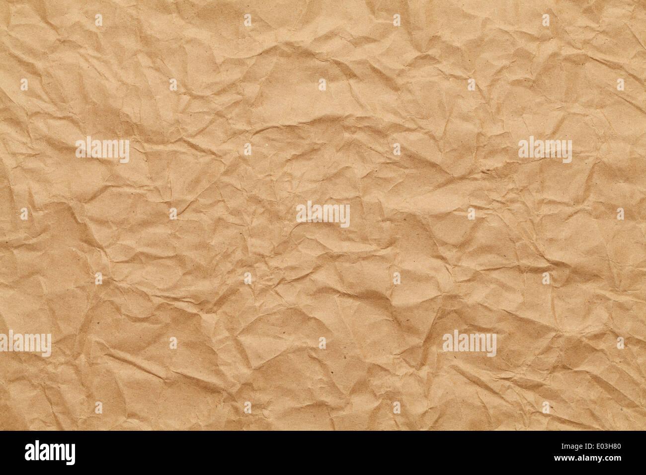 Papier d'emballage brun froissé l'arrière-plan. Photo Stock
