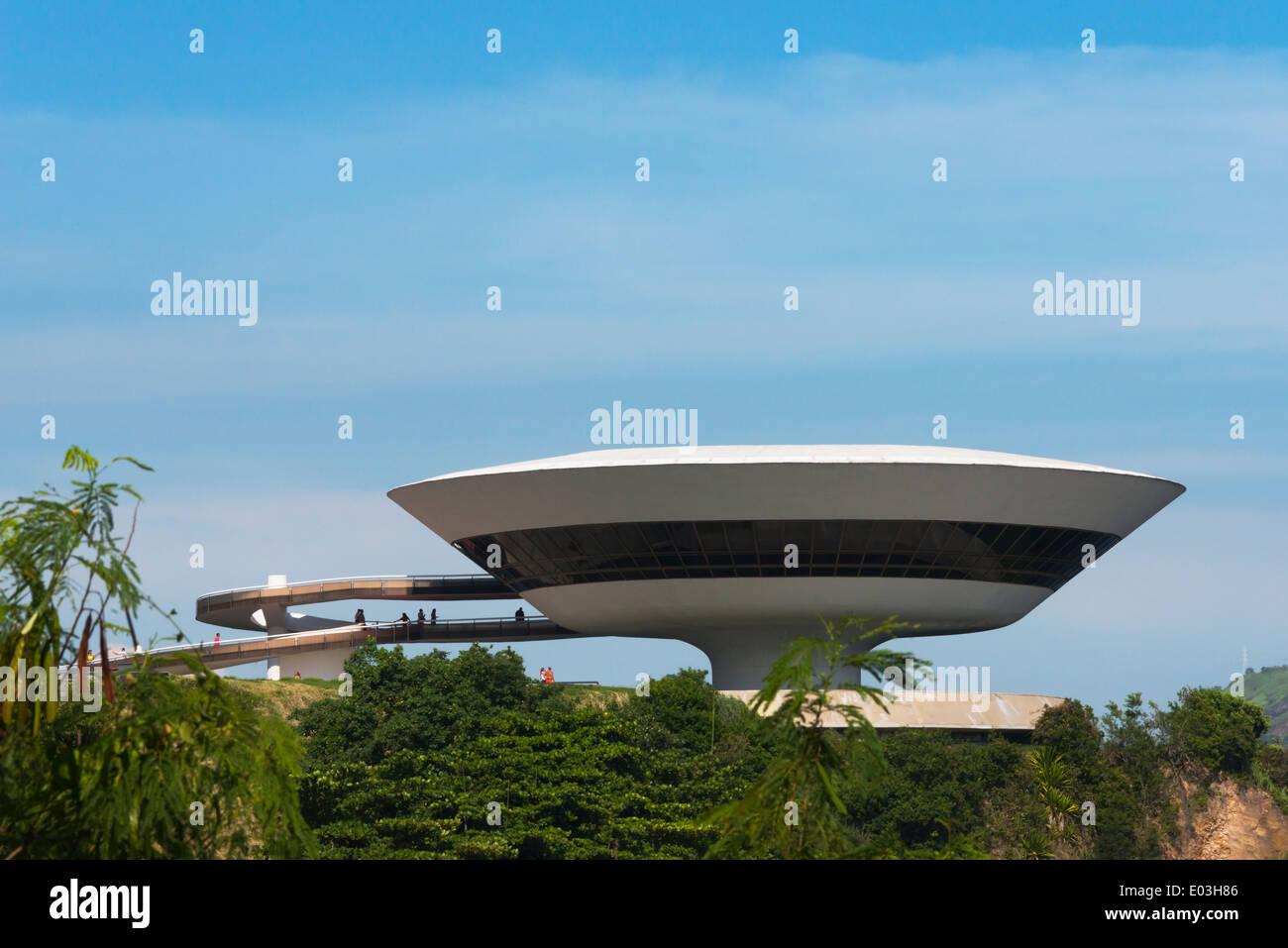 Musée d'Art Contemporain de Niterói (Museu de Arte Contemporanea de Niteroi-MAC) conçu par Oscar Niemeyer, Rio de Janeiro, Brésil Photo Stock