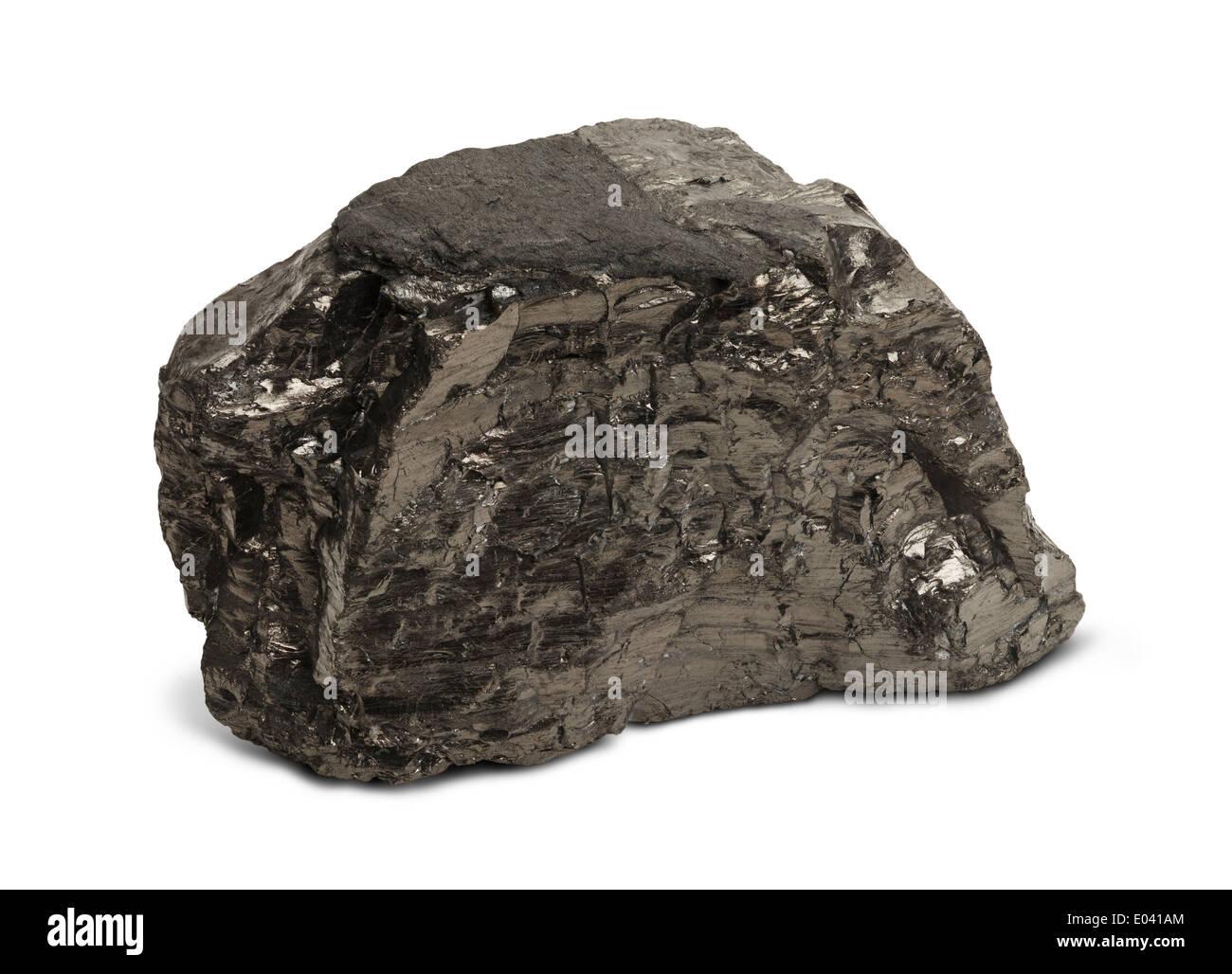 Seul morceau de charbon noir isolé sur fond blanc. Banque D'Images