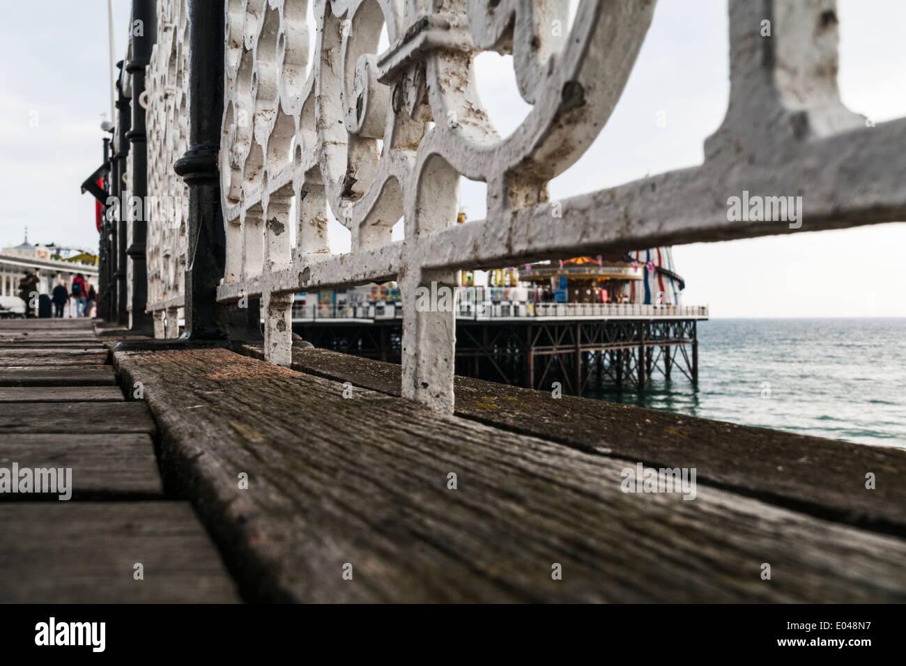 Rez-de-chaussée, vue sur le parc à la fin de la jetée de Brighton. Banque D'Images