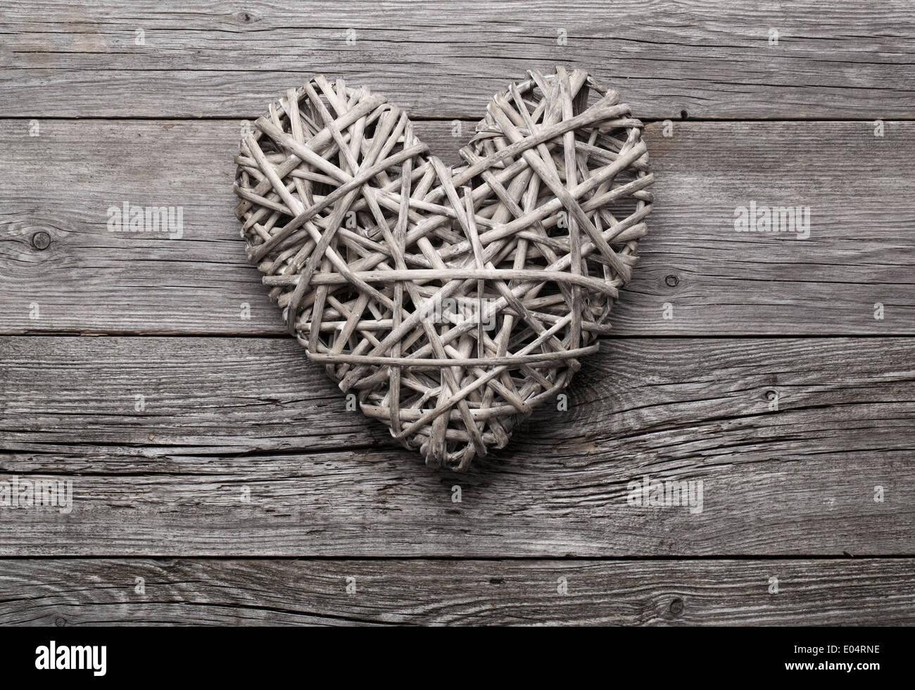 Décoration en forme de coeur fait de paille. Photo Stock