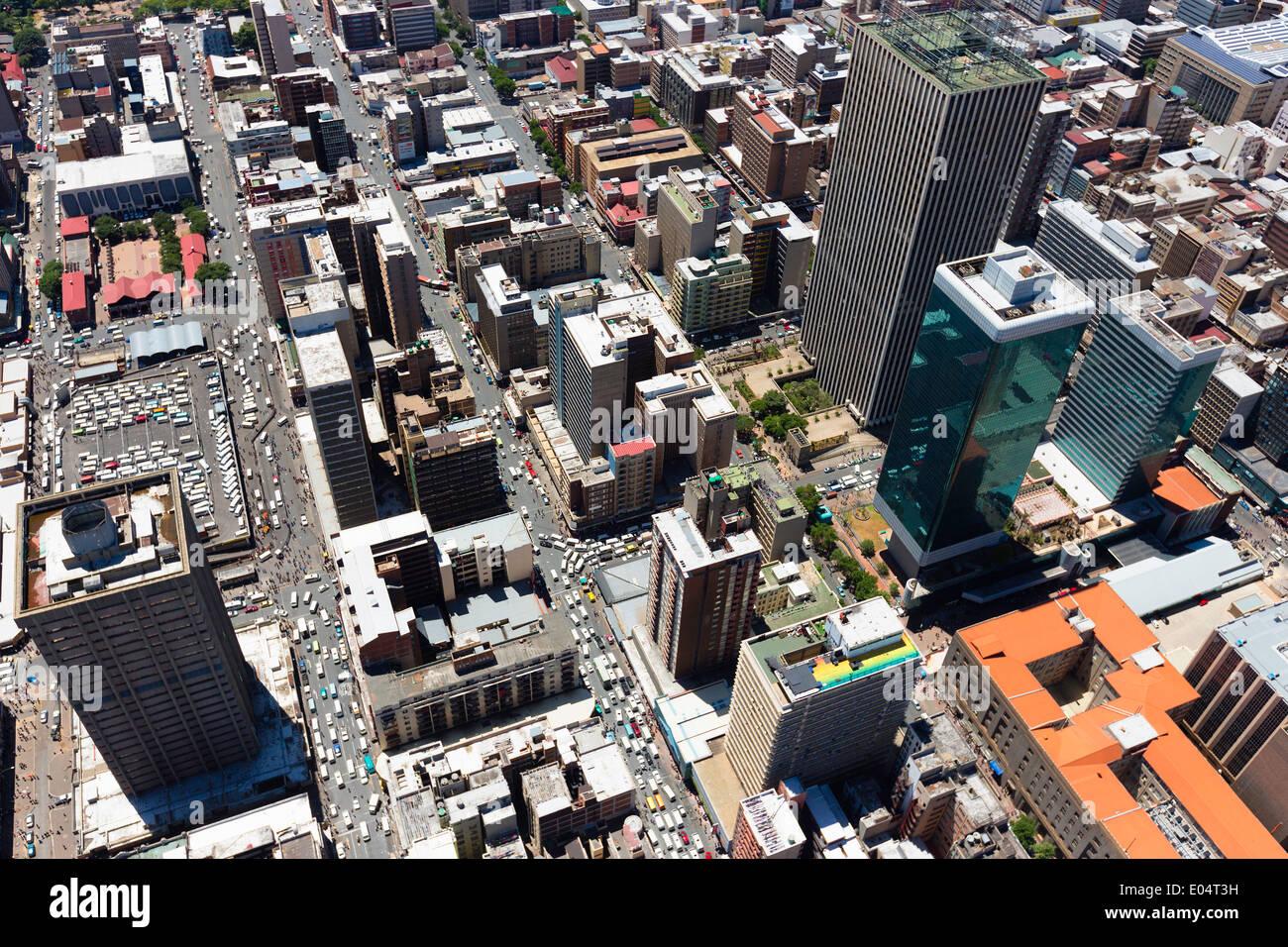 Vue aérienne de Jeppe Street, Johannesburg Central Business District, avec le gratte-ciel en towers Sanlan Centre Banque D'Images