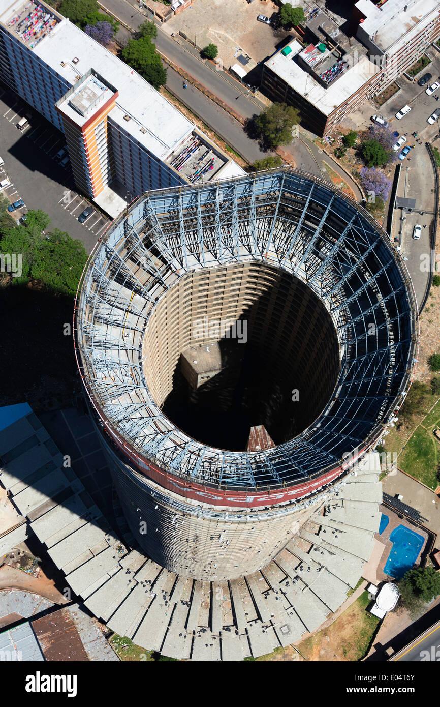 Vue aérienne de Ponte City, plus grand immeuble d'Hillbrow, Johannesburg Afrique du Sud. Banque D'Images