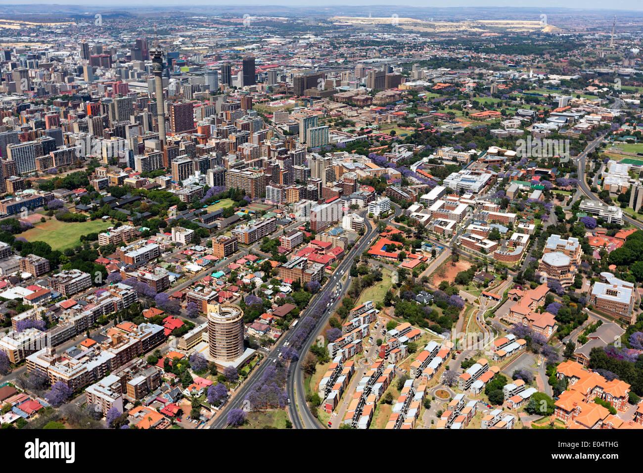 Vue aérienne de la M1 De Villiers Graaff d'autoroute est une autoroute importante à Johannesburg, Afrique du Sud Banque D'Images