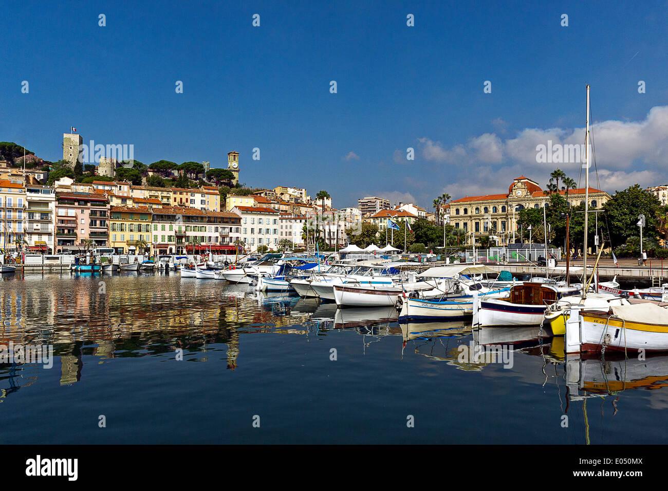 Europe, France, Alpes-Maritimes, Cannes. La vieille ville et du vieux port. Photo Stock
