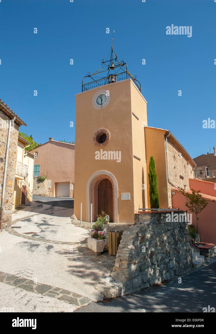 Église Saint-Roch de Lesquerde, une église romane dans le village viticole des Pyrénées de Lesquerde, France Photo Stock