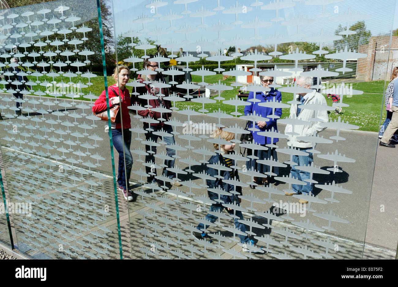 L 'Compter' glass War Memorial à Duxford Air Museum dédié aux aviateurs américains basés au Royaume-Uni, par Renato Niemis Photo Stock