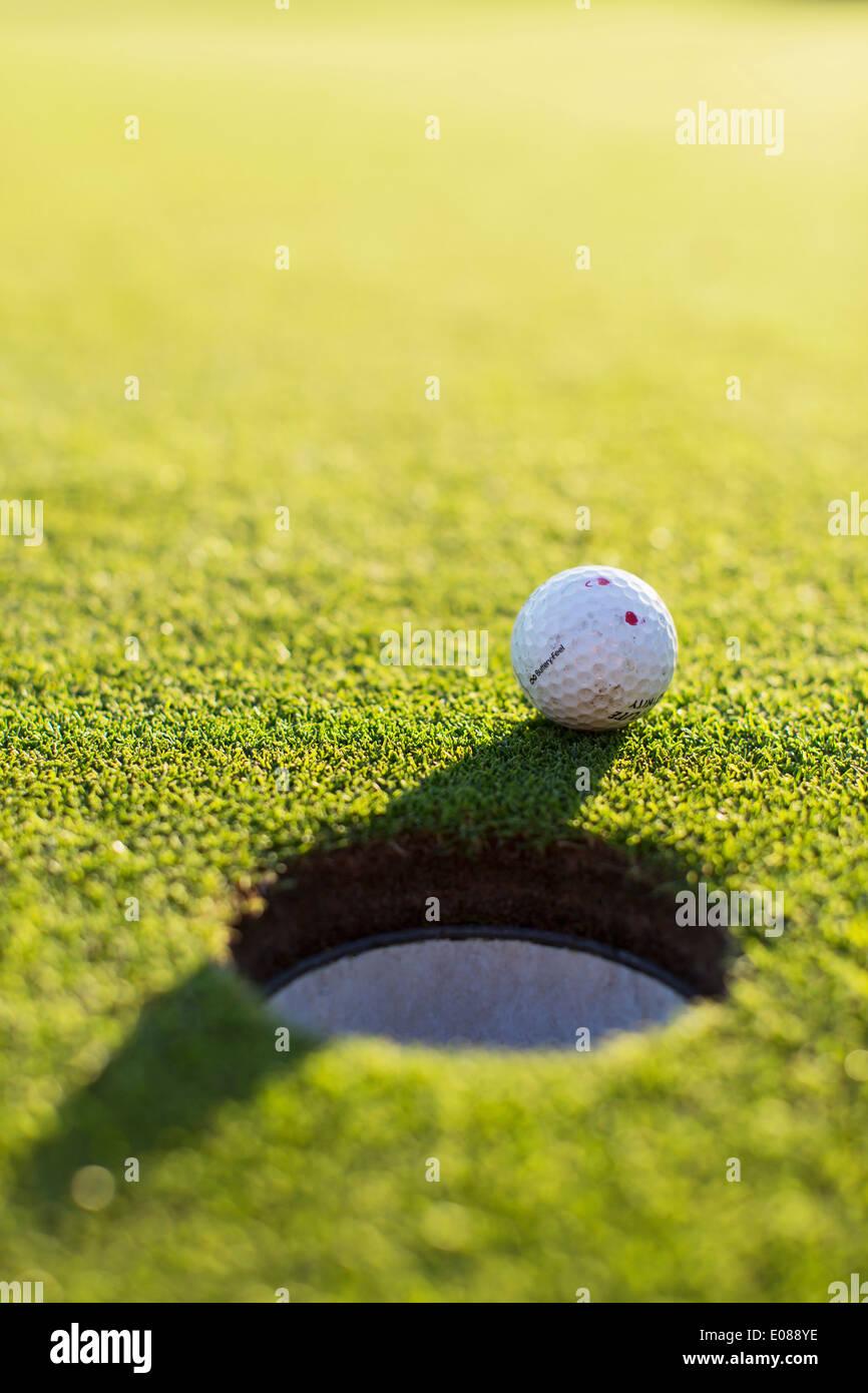 Trou de balle de golf Photo Stock