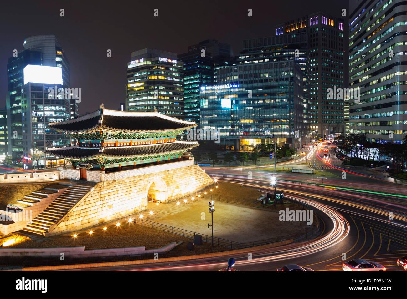 Nandaemun Porte Sud la nuit, Séoul, Corée du Sud, Asie Photo Stock