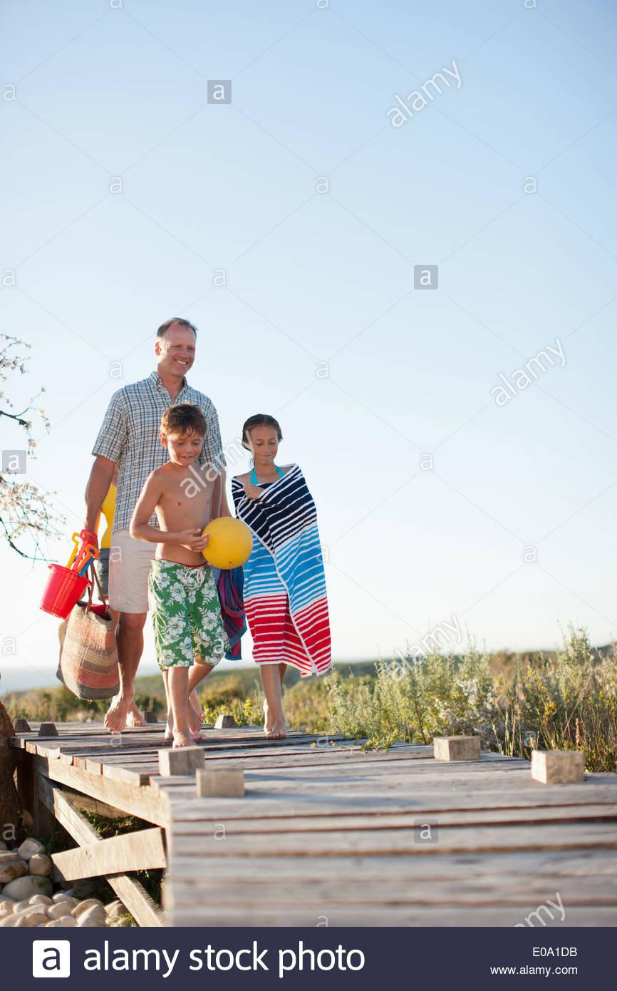 La préparation de la famille à aller à la plage Photo Stock