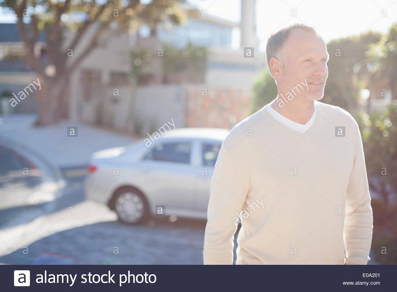 Homme mûr en entrée Photo Stock