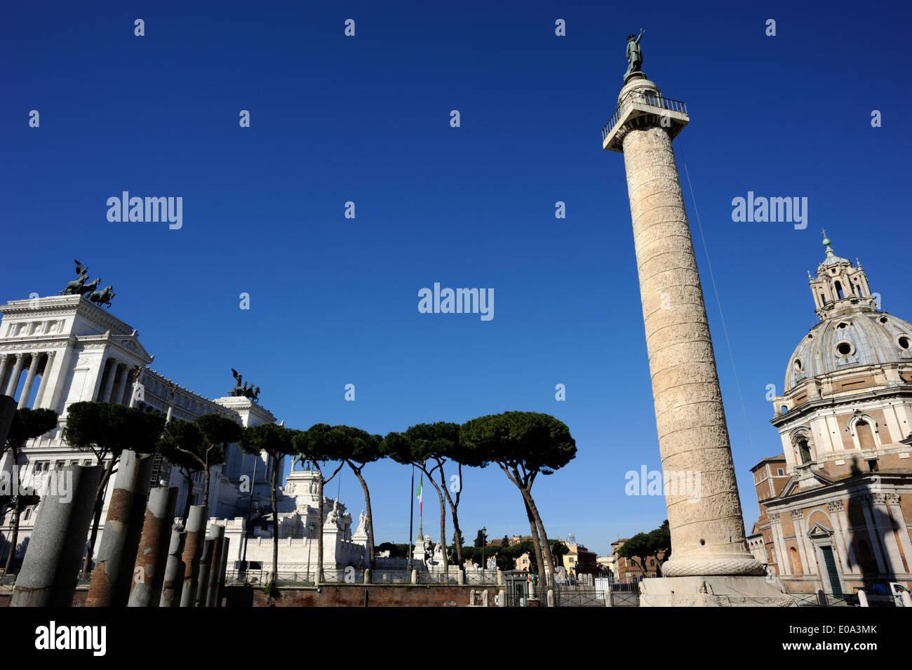 Italie, Rome, la colonne trajane et vittoriano Banque D'Images
