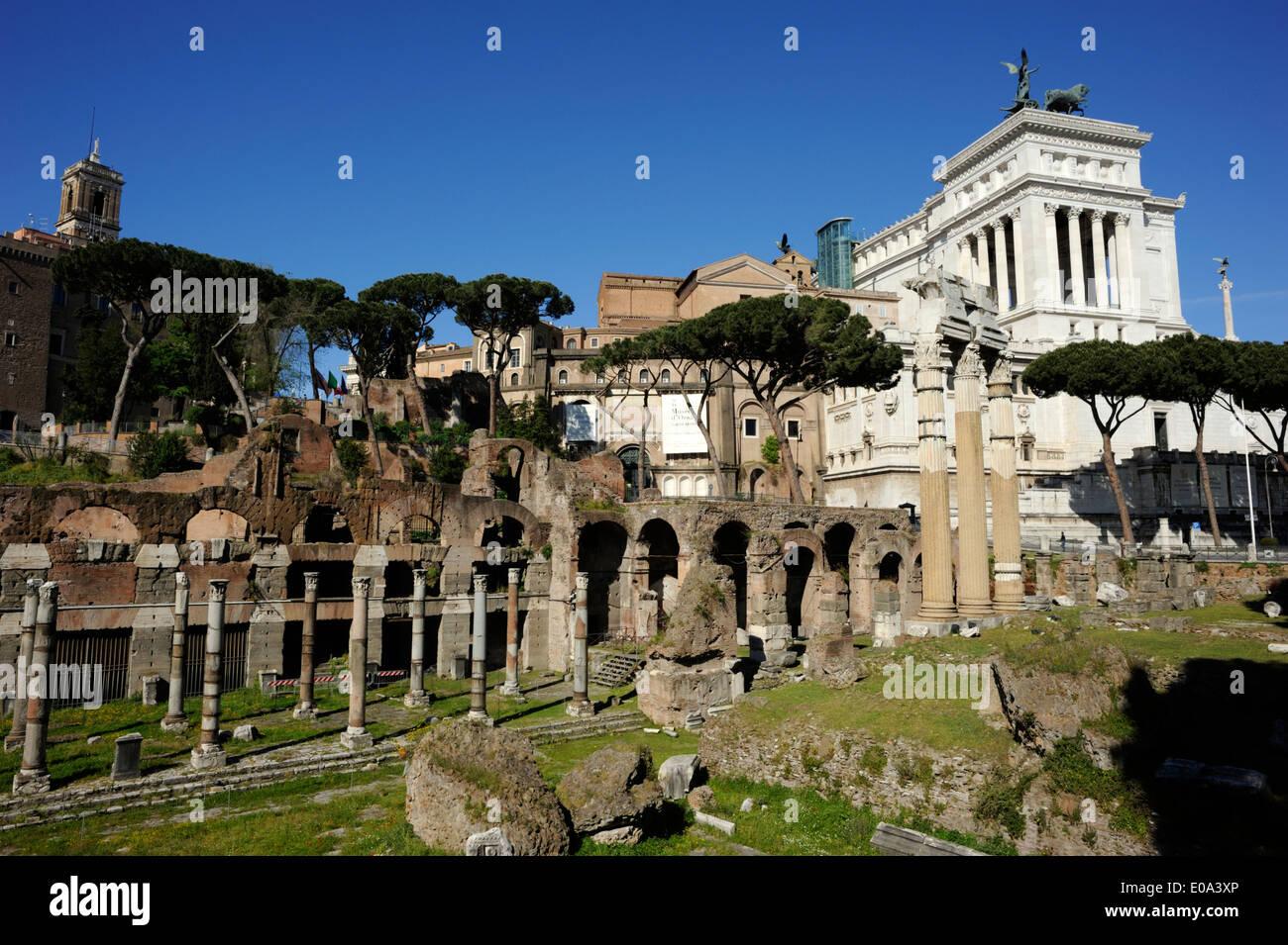 Italie, Rome, Forum de César et vittoriano Photo Stock