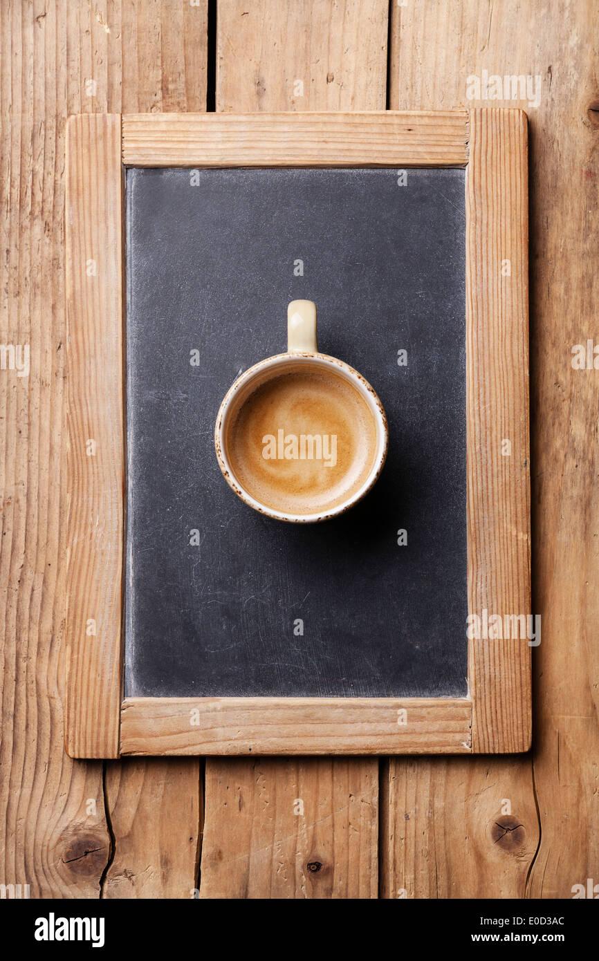 Tasse de café sur le tableau noir ardoise vintage Photo Stock