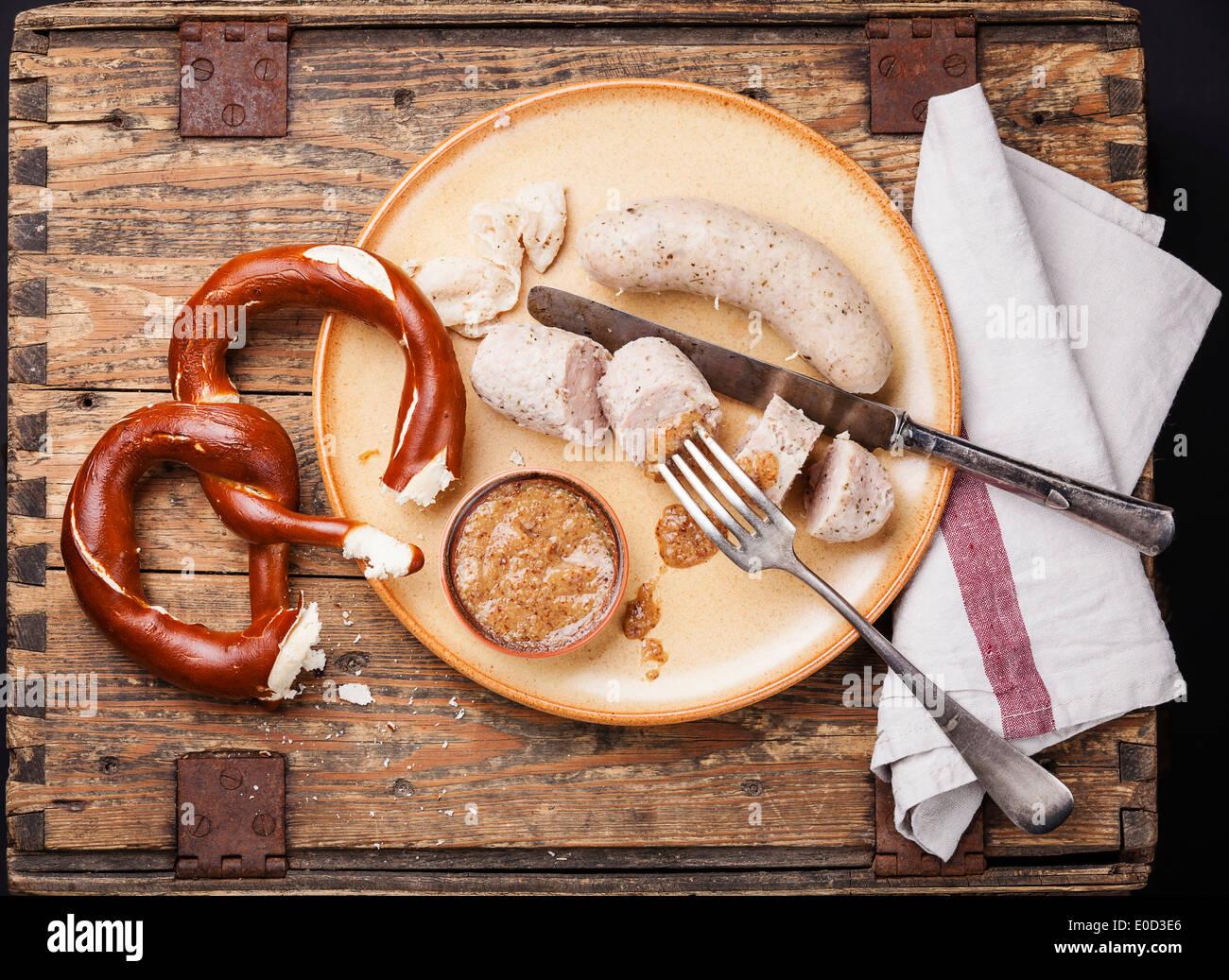 Snack-bavarois avec weisswurst saucisses blanches et bretzel Photo Stock