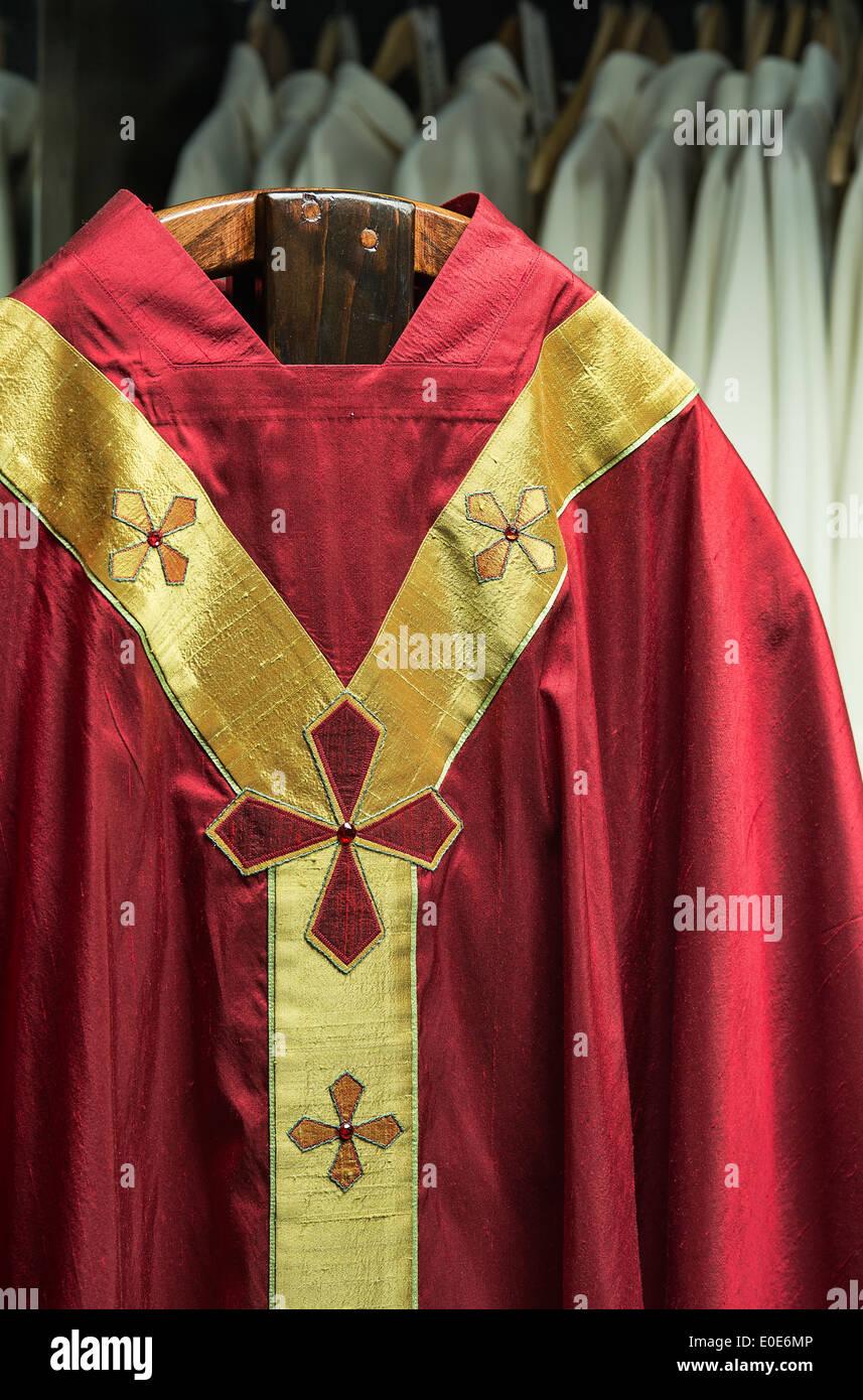 Prêtres vêtements liturgiques. Banque D'Images