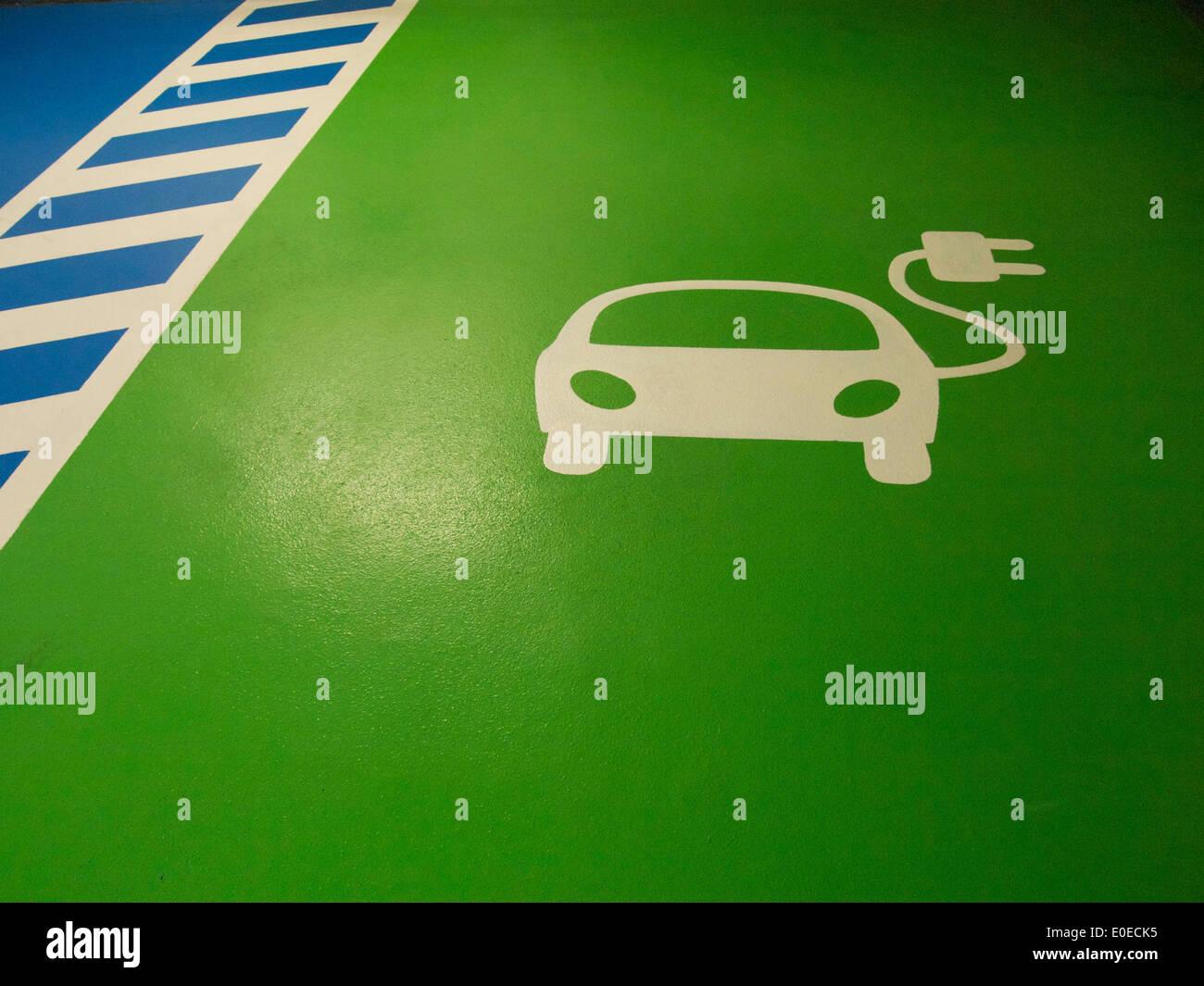 L'espace de chargement de voiture électrique Photo Stock