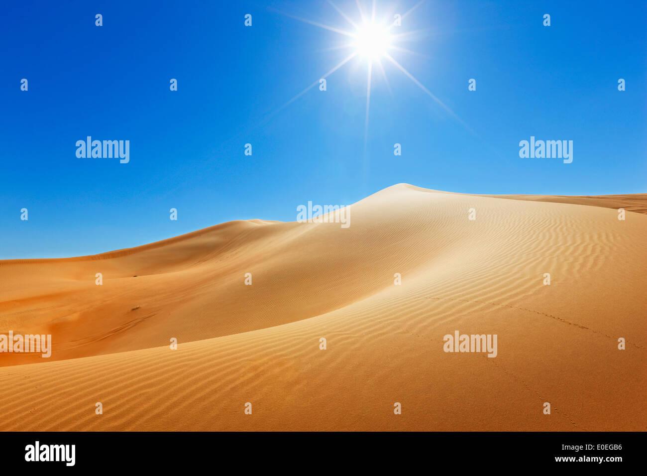 Dune de sable, nature paysage avec Sun sur le dessus Photo Stock