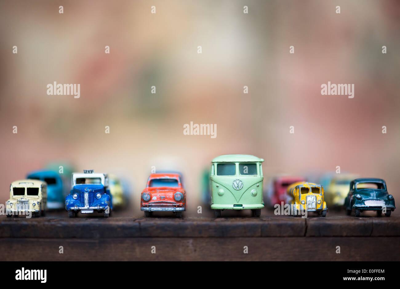Vieux playworn Dinky Toy Lesney, van, camion et voitures, dans une ligne Photo Stock