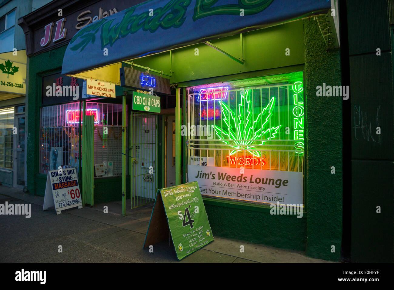 Les mauvaises herbes Jim's Lounge, un dispensaire de marijuana médicale, DOWNTOWN EASTSIDE, East Hastings Street, Vancouver, British Columbia, Canada Photo Stock