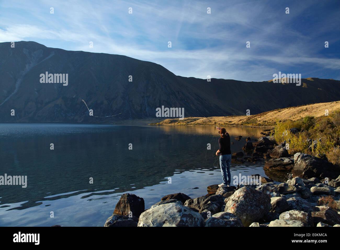 La pêche à la mouche, le lac Ohau, Mackenzie Country, South Canterbury, île du Sud, Nouvelle-Zélande Photo Stock