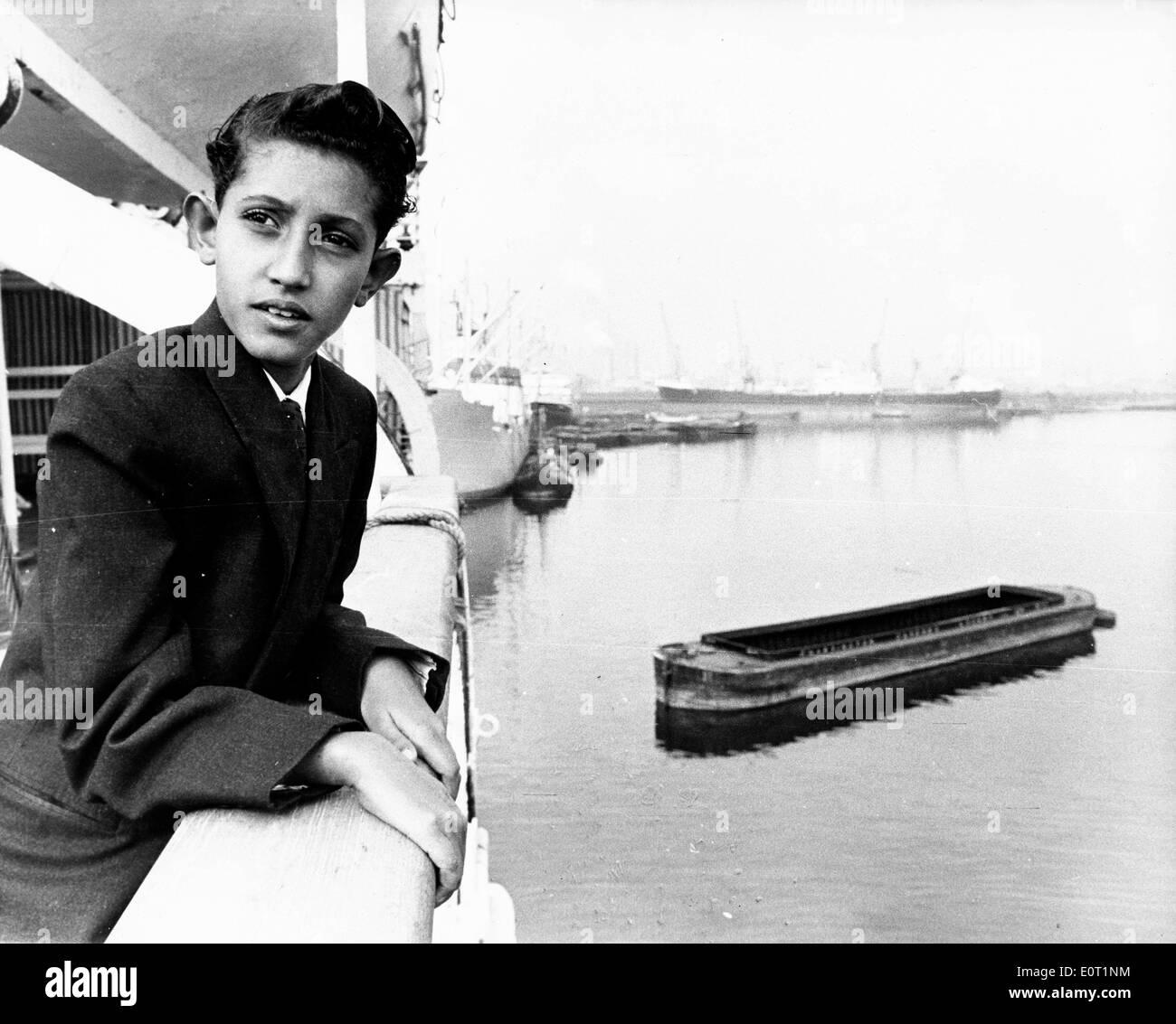 Douze ans Sultan Mahmod arrivant à Tilbury pour sélectionner une école Photo Stock