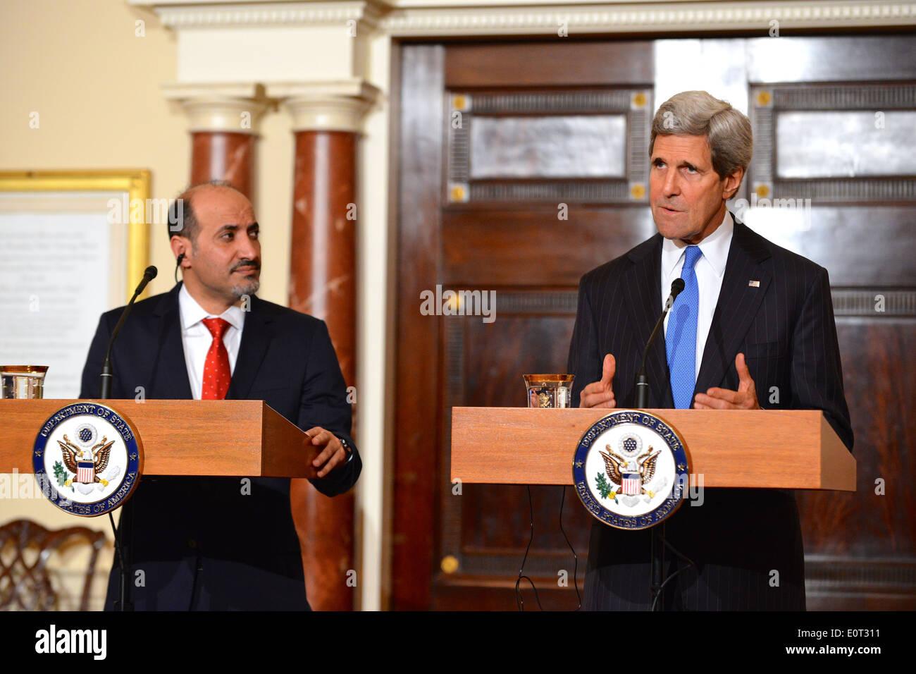 Kerry Secrétaire et Président de la Coalition de l'opposition syrienne al-Jarba Reporters Adresse Photo Stock