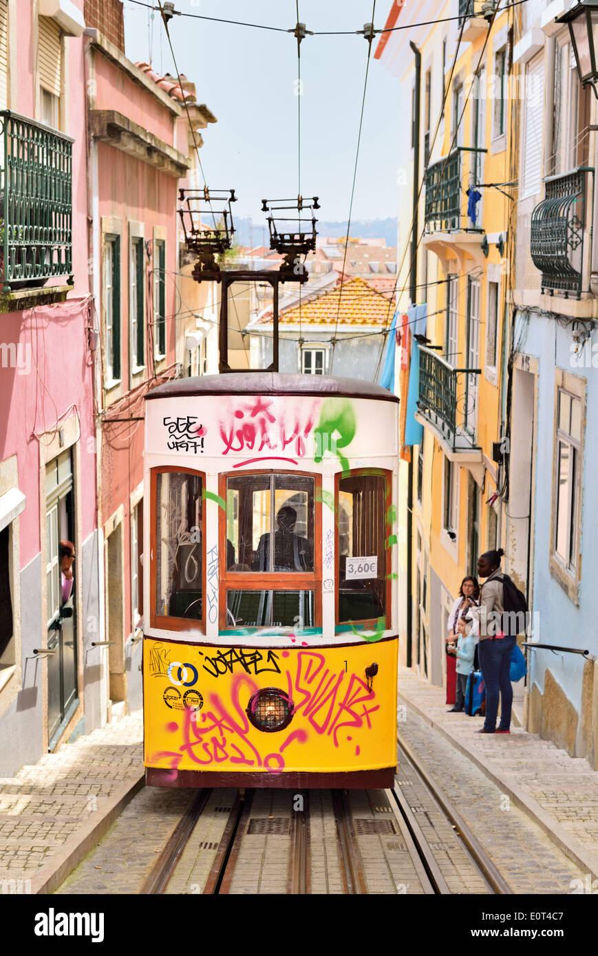 Portugal, Lisbonne: rue historique ascenseur Elevador da Bica Photo Stock