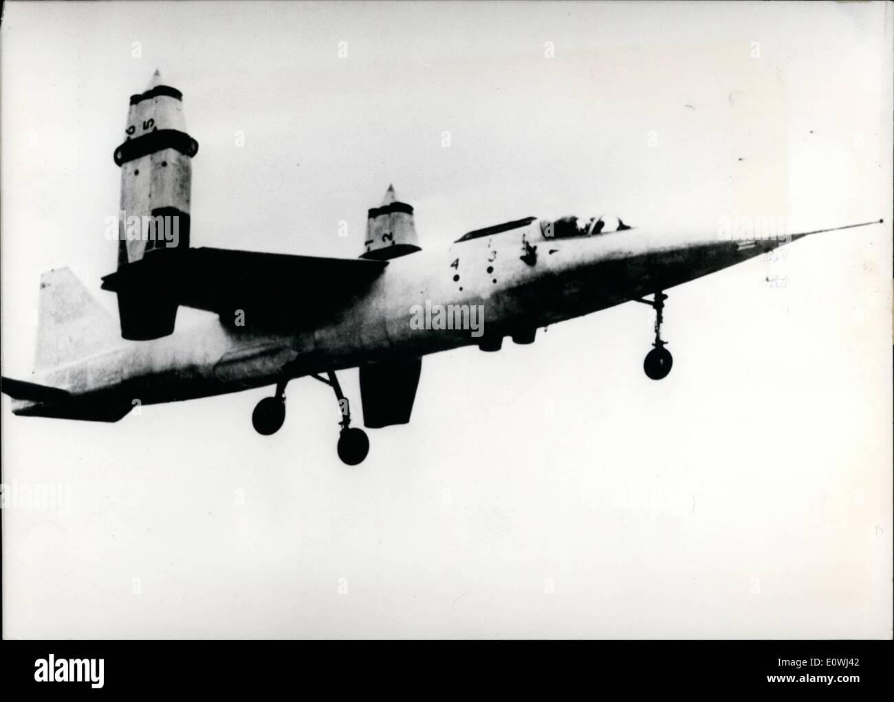 Mai 05, 1963 - début en Allemagne jet Vertical prêt: le premier jet start verticale de l'Allemagne de l'ouest est maintenant prêt. Cette Vertiscal jet start avec le nom VC 101 C-X 1 a été introduit le 15.5.1963 sur l'aéroport militaire de Manching près d'Ingolstadt en Allemagne à la presse. Le démarrage Vertical a jet 6 jet-moteurs et ont été construit par l'allemand ''Entwicklungsring Sud'' composé des trois entreprises avec nom Heinkel, Messerschimdt et Bolkow. Photo montre ce nouveau plan de départ vertical allemand peu après le début. Banque D'Images
