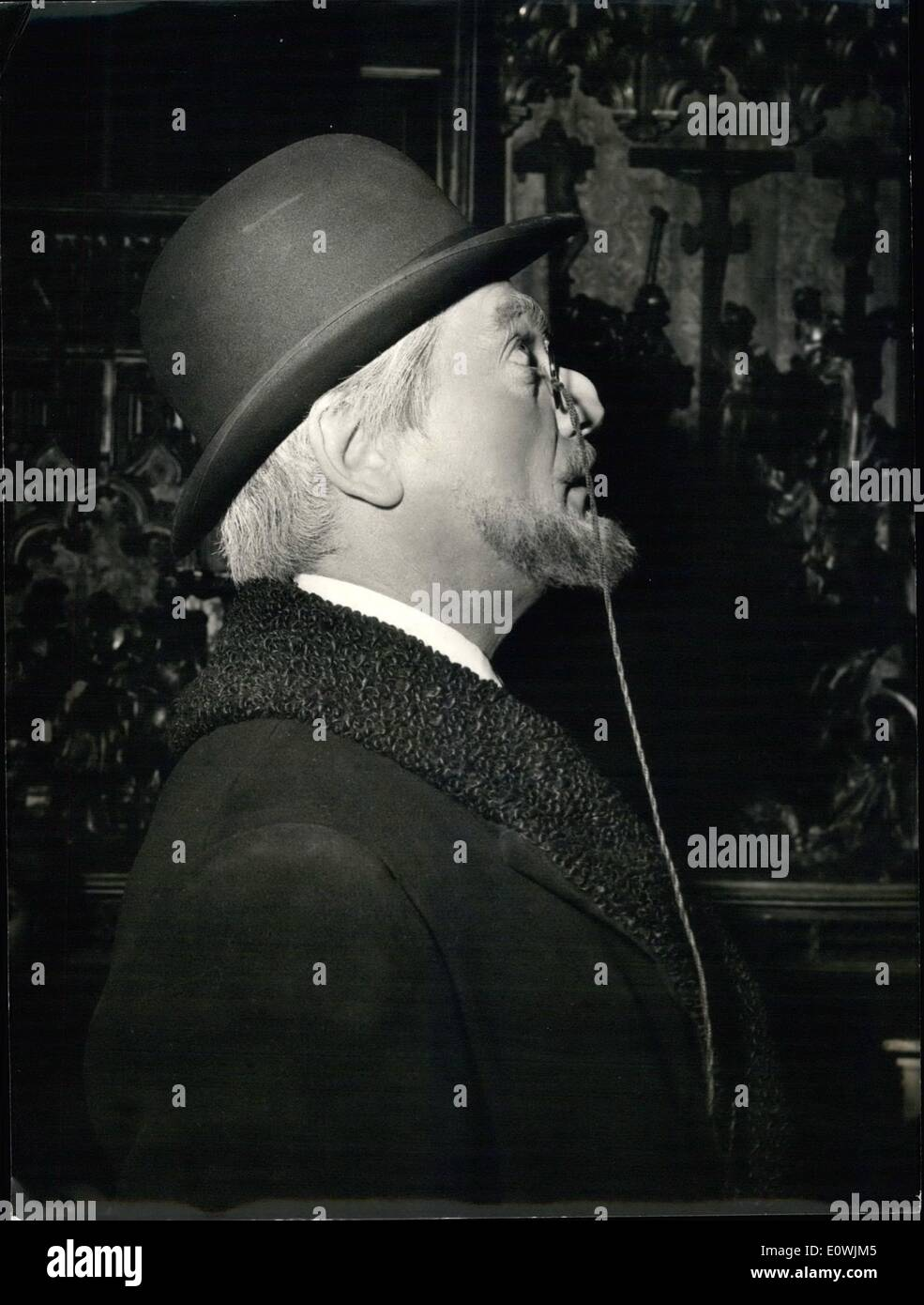 Mar. 03, 1963 - Cette vieille Antiquité Connoisseur est: Jean Marais: pour les nécessités de Jean Charles Dudrumet dernière photo ''L'Honorable Stanislas, Agent secret'' Jean Marais se cache dans une antiquité boutique sous cette méconnaissable. Photo Stock