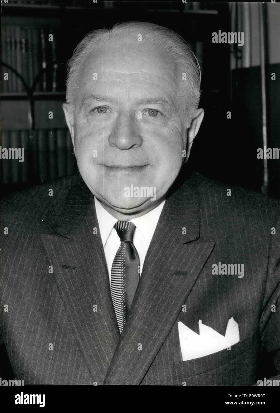 10 févr. 02, 1964 - Nouveau Haut-commissaire du Canada.: l'honorable Lionel Chevrier, le nouveau Haut Commissaire pour le Canada est venu à Londres pour prendre ses fonctions , et est ici considérée dans son bureau à la Maison du Canada. Photo Stock