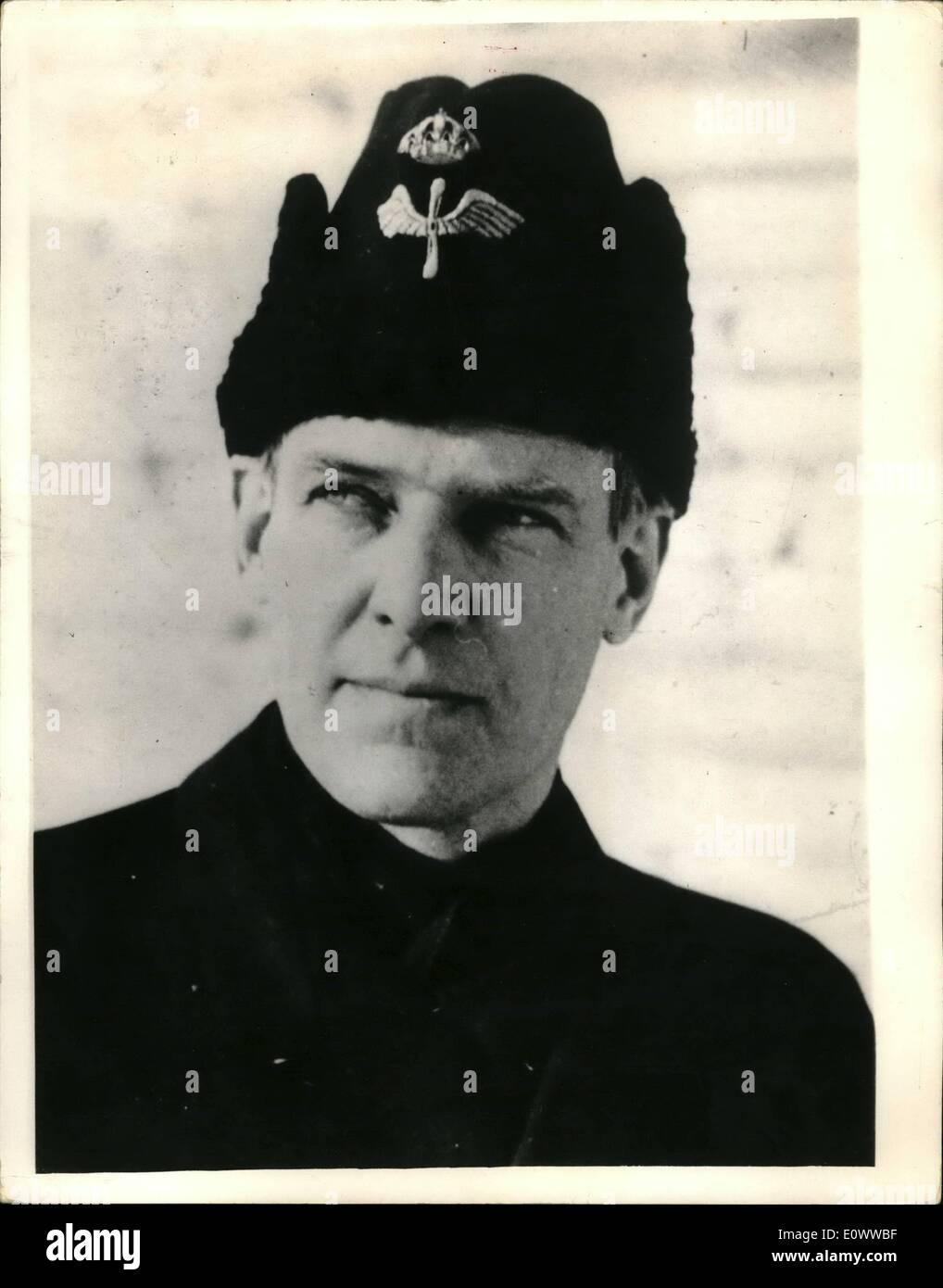 Mai 05, 1964 - Double Agent raconte cette histoire..''J'étais un espion au Pentagone'': une page 600 histoire censurée de gaz à été publié aujourd'hui à Stockholm, à l'ancien diplomate qui Wennserstroem Colonel qui attend la phrase sur la base d'accusations d'espionnage pour la Russie, a admis qu'il était un espion du Pentagone à Washington, et à condition que les Russes avec de telles informations remarquable qu'ils ont fait de lui un général. Il est également dit d'avoir aidé les Américains alors qu'il était l'attaché de l'air à Moscou. La photo montre le Colonel Stig Wennerstroem, lorsqu'il était à Moscou. Photo Stock